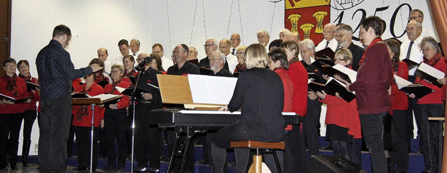 Als Singgemeinschaft bereiteten der ge...alle ihrem Publikum viel Hörvergnügen.    Foto: WalTer Bronner