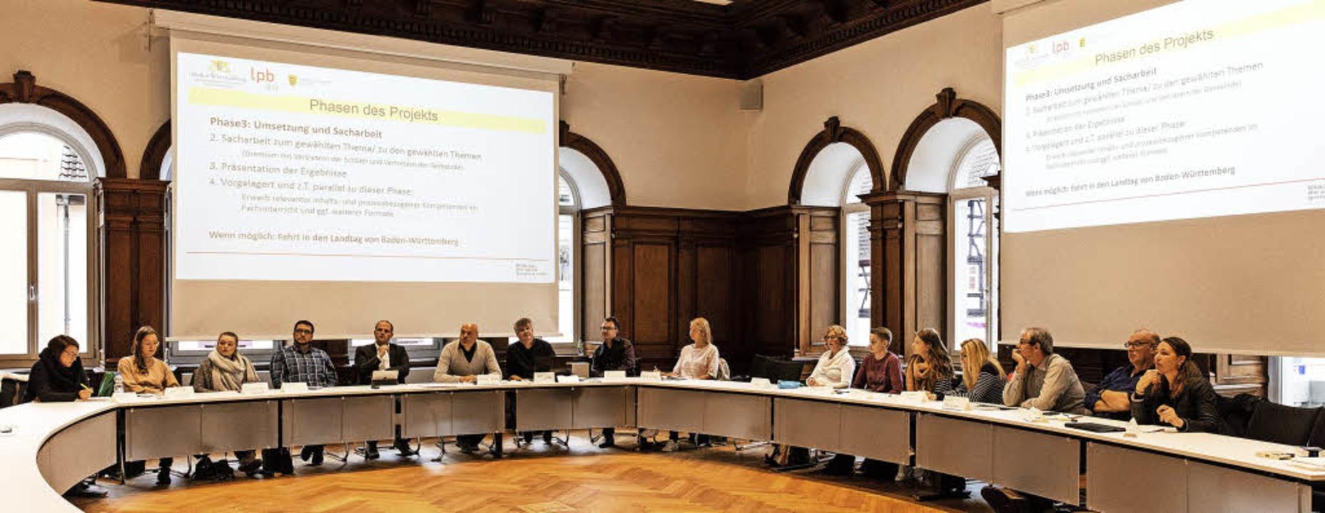 """In großer Runde wurde im Waldkircher R...Jugendbeteiligung"""" vorgestellt.     Foto: Gabriele Zahn"""