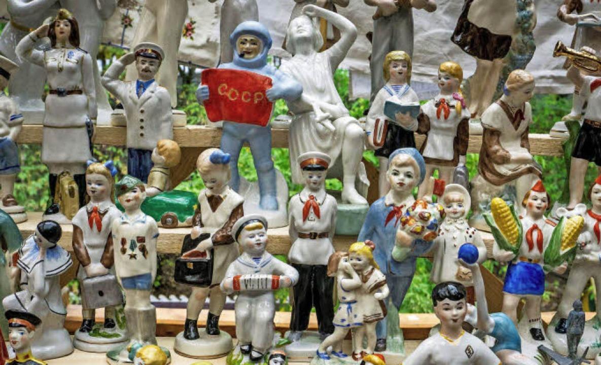 Sowjetische Porzellanfiguren auf dem Flohmarkt im Moskauer Ismailowski-Park   | Foto: AFP