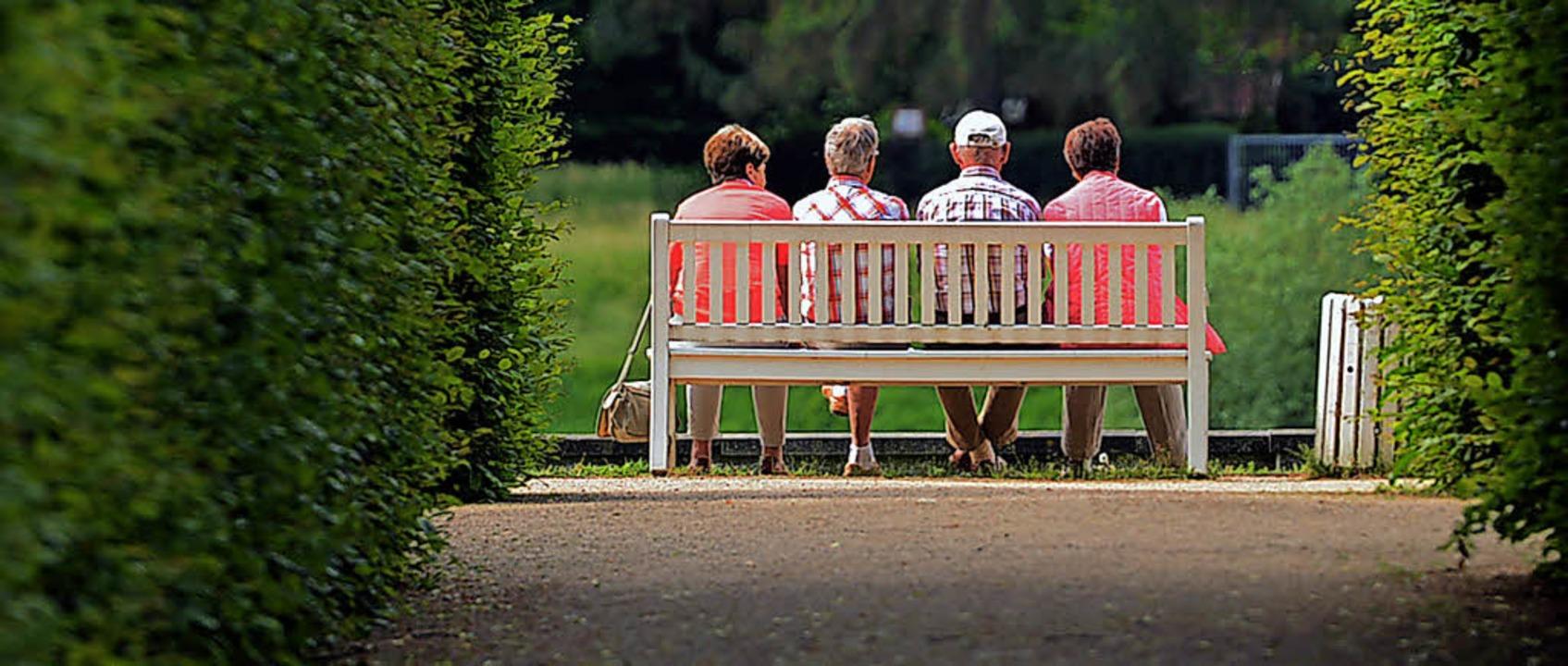 Mal durchschnaufen – Menschen ve...  im Schlosspark Pillnitz in Sachsen.   | Foto: dpa
