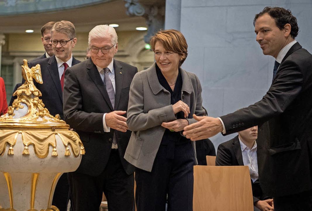 Ein Bundespräsidentenbesuch ist von de...m Altarraum der Dresdner Frauenkirche.    Foto: dpa