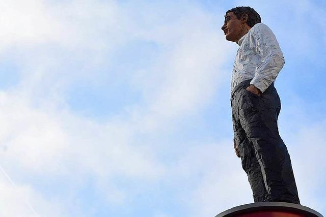 Rückkehr: Lörracher Balkenhol-Skulptur steht am Senser Platz
