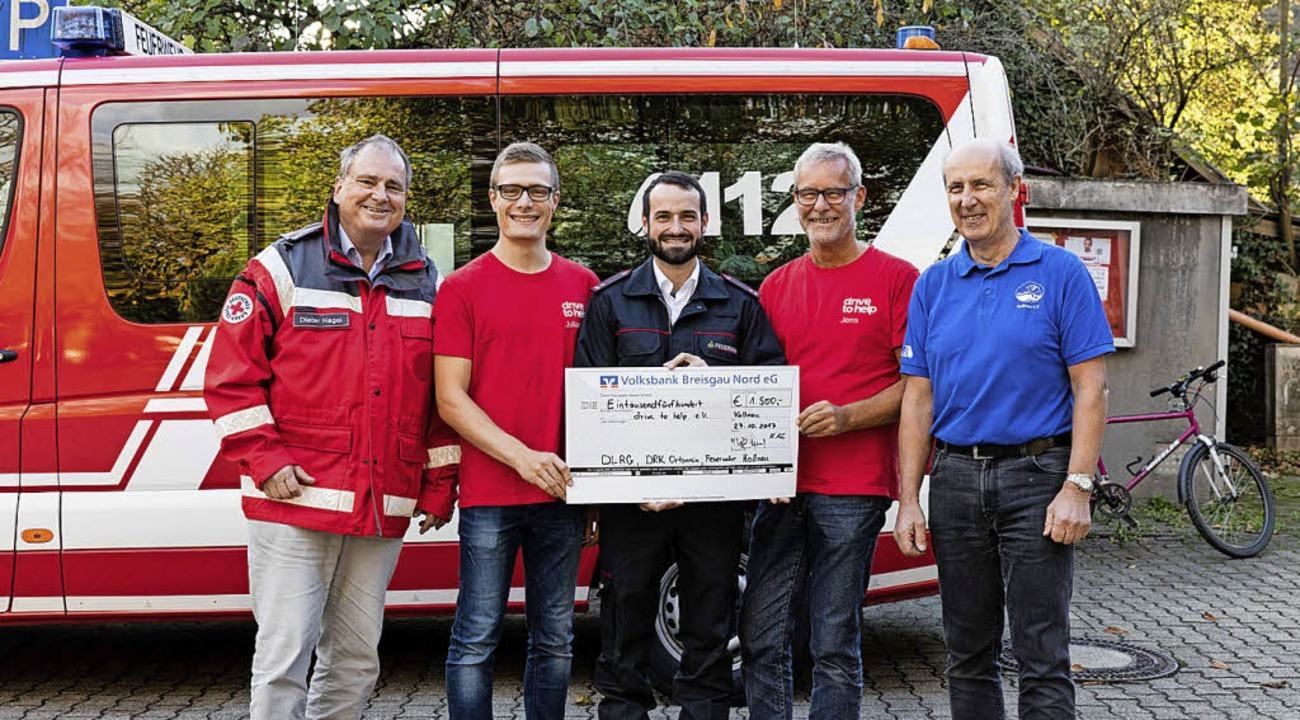 Dieter Nagel (DRK,  links), Maximilian...s) eine Spende in Höhe von 1500 Euro.     Foto: zahn