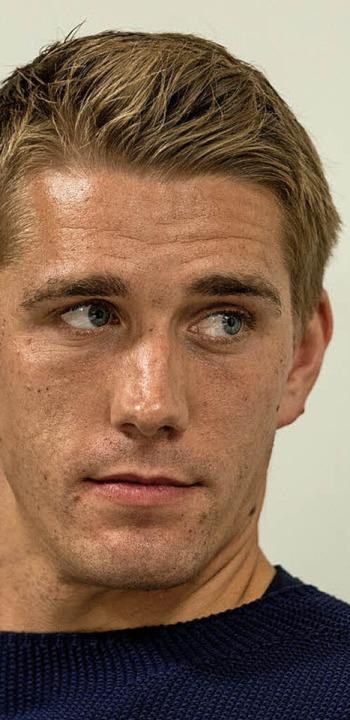 Fußballer Nils Petersen, Olympiastützp...xander Weber   diskutierten<ppp></ppp>  | Foto: Patrick Seeger