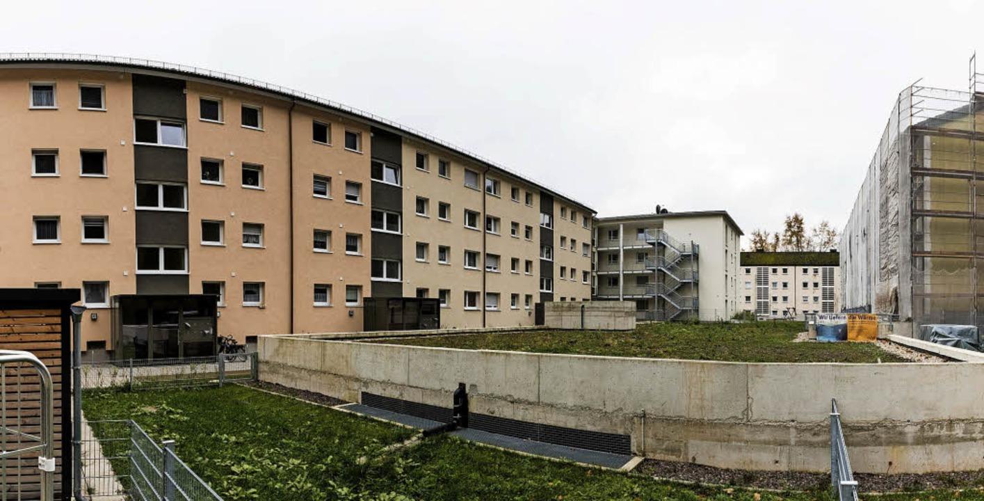 Die Wohnungswirtschaft investiert kräf...as Gebäude im Hintergrund soll folgen.  | Foto: Gabriele Zahn
