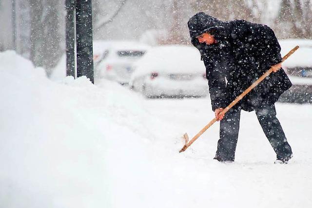 Müssen Mieter im Winter selber Schnee schippen?