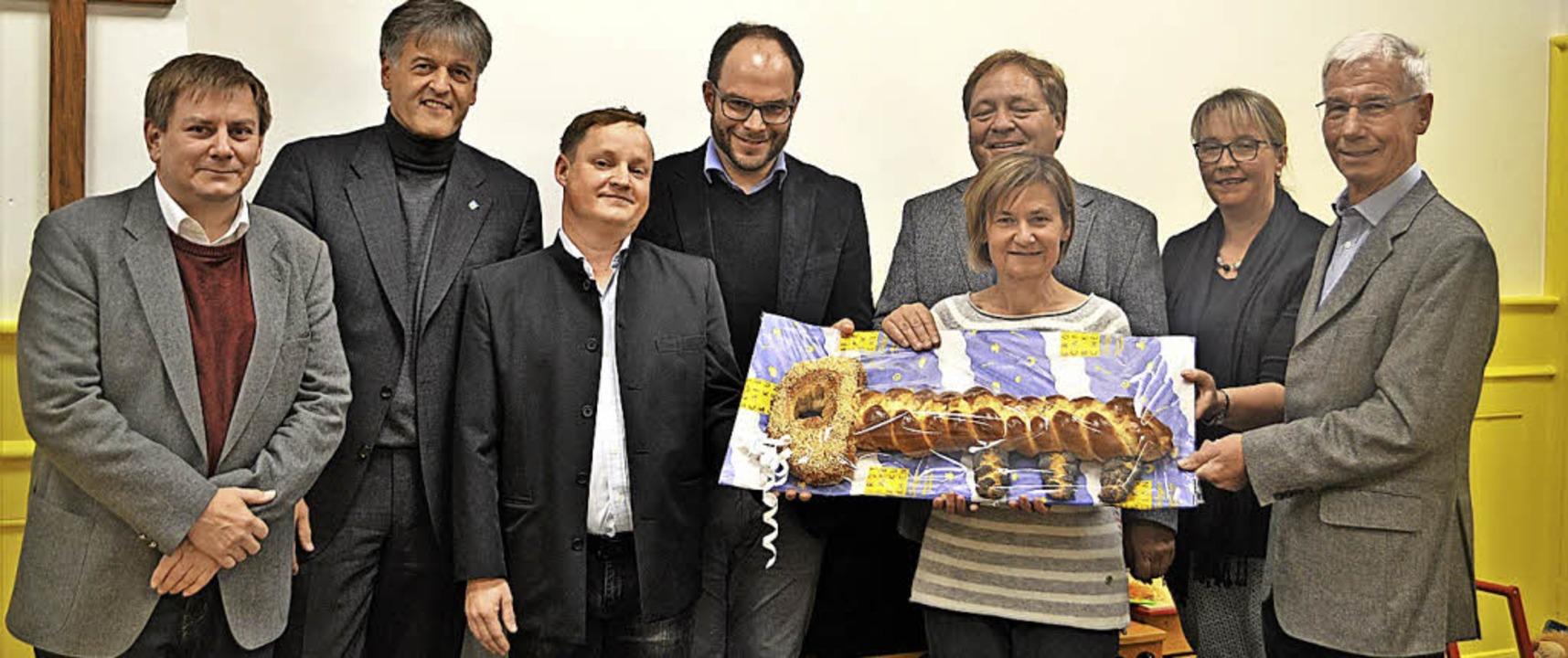 Freude bei den Verantwortlichen über d...sowie Architekt Diether Lützelschwab.   | Foto: Berger