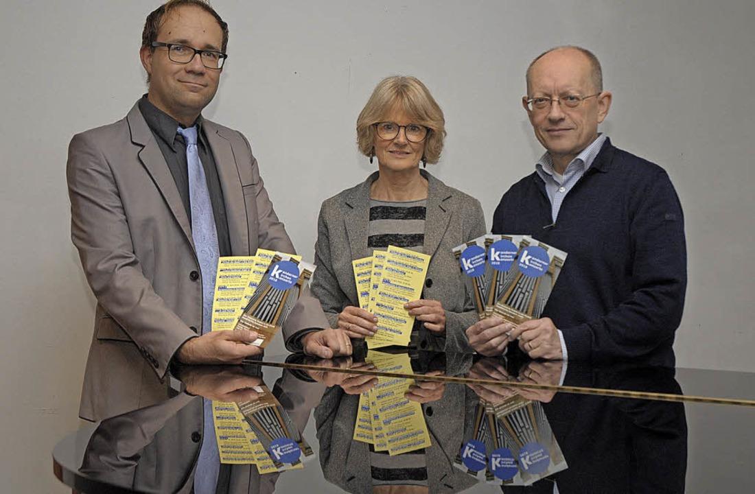 Pfarrer  Mack, Barbara Brachmann und P... der evangelischen Kirche Kandern vor.  | Foto: Ounas