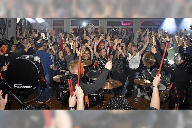 300 Fans in Fastnachtslaune