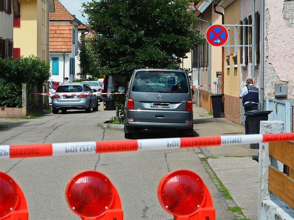 Ermittlungsarbeit am Tatort  | Foto: Benedikt Sommer