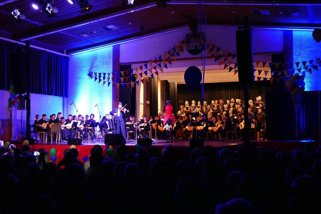 Orchester, Chor und Solisten beim Rondo St. Petersburg.  | Foto: Sylvia Sredniawa