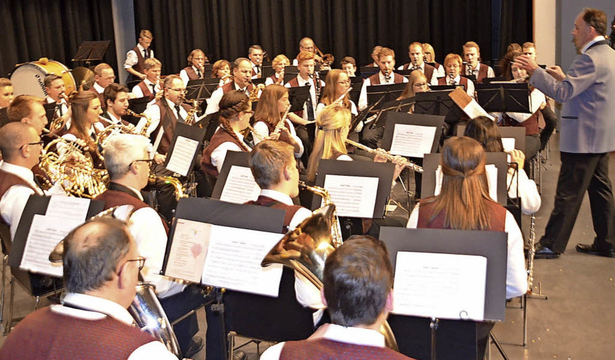Musik von Rock bis volkstümlich spielt...rein Niederhausen beim Jahreskonzert.   | Foto: JörgSchimanski