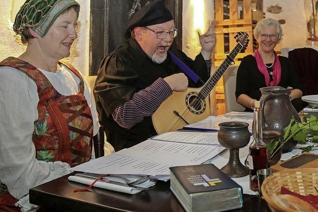 Mit den Luthers tafeln und singen