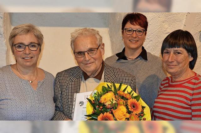 Goldene Ehrennadel für Walter Haas