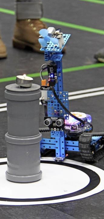 Mit Wärmesensoren findet der Roboter die Kerze.    Foto: AAron Hohenfeld