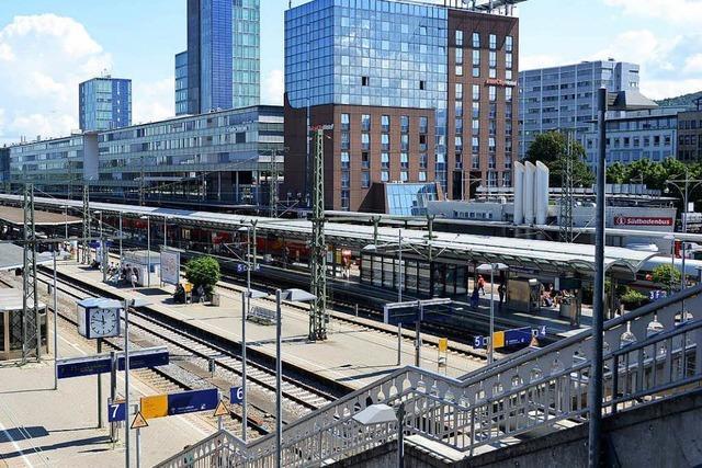 Unbekannter zückt am Hauptbahnhof ein Messer und klaut 25-Jährigen sein Handy