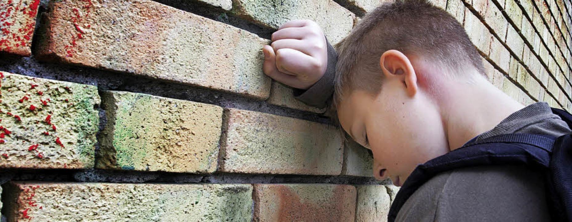Leiden meist heimlich: Kinder psychisch erkrankter Eltern benötigen Hilfe.     | Foto: Mikael Damkier(fotolia)/Hirt