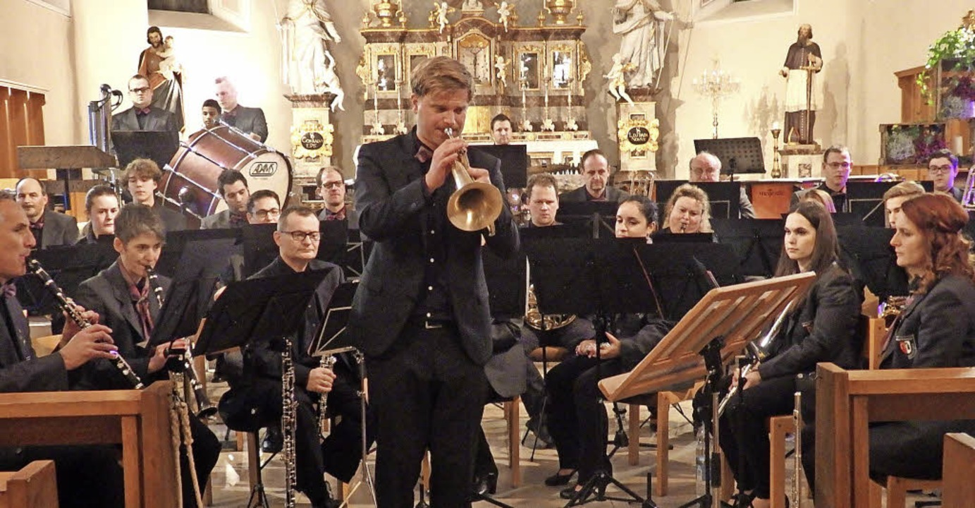 Frieder Reich, der neue Dirigent des M...indrucksvolles Solo auf der Trompete.   | Foto: Bianca Flier