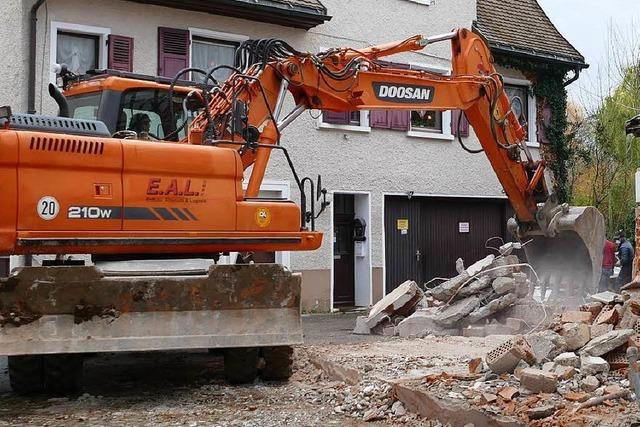 Landratsamt stoppt in Eimeldingen Abriss am