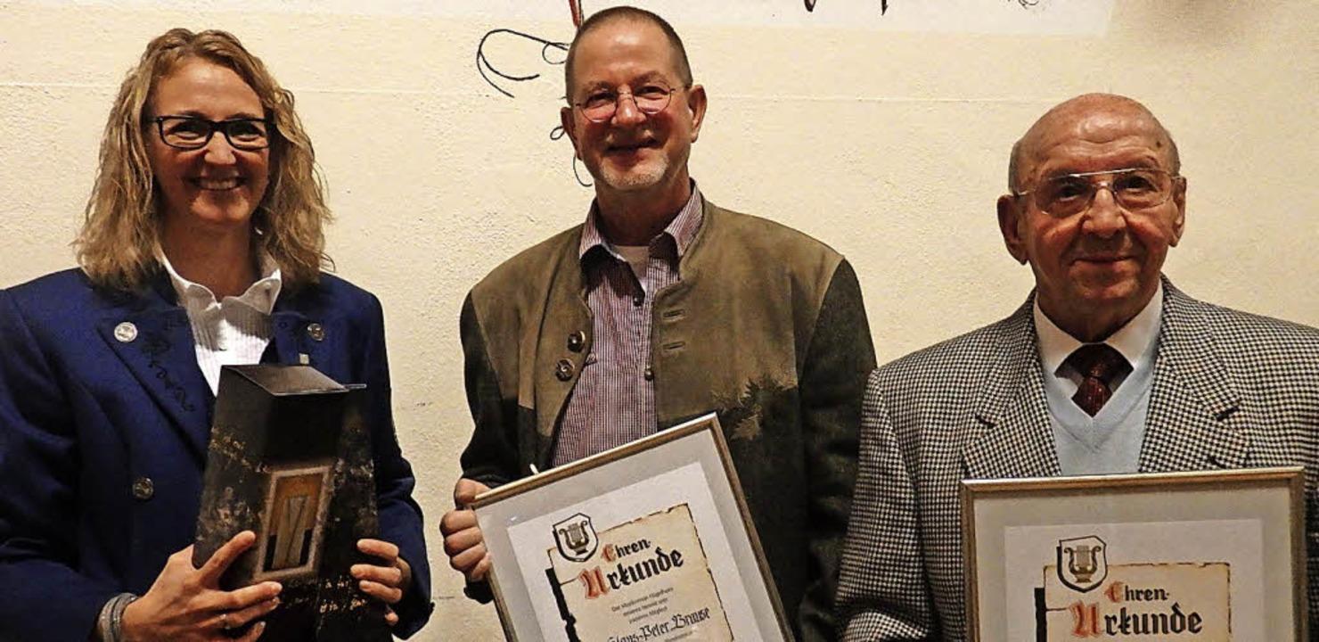 Die neuen Ehrenmitglieder Klaus-Peter ... mit Vorstandsmitglied Andrea Gantert.  | Foto: B. Flier