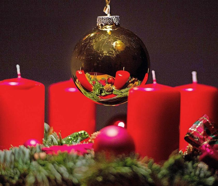 Wenn Advent ist, fällt das Kerzenanzün... keine Heimspiele für die Eisvögel.     | Foto: dpa