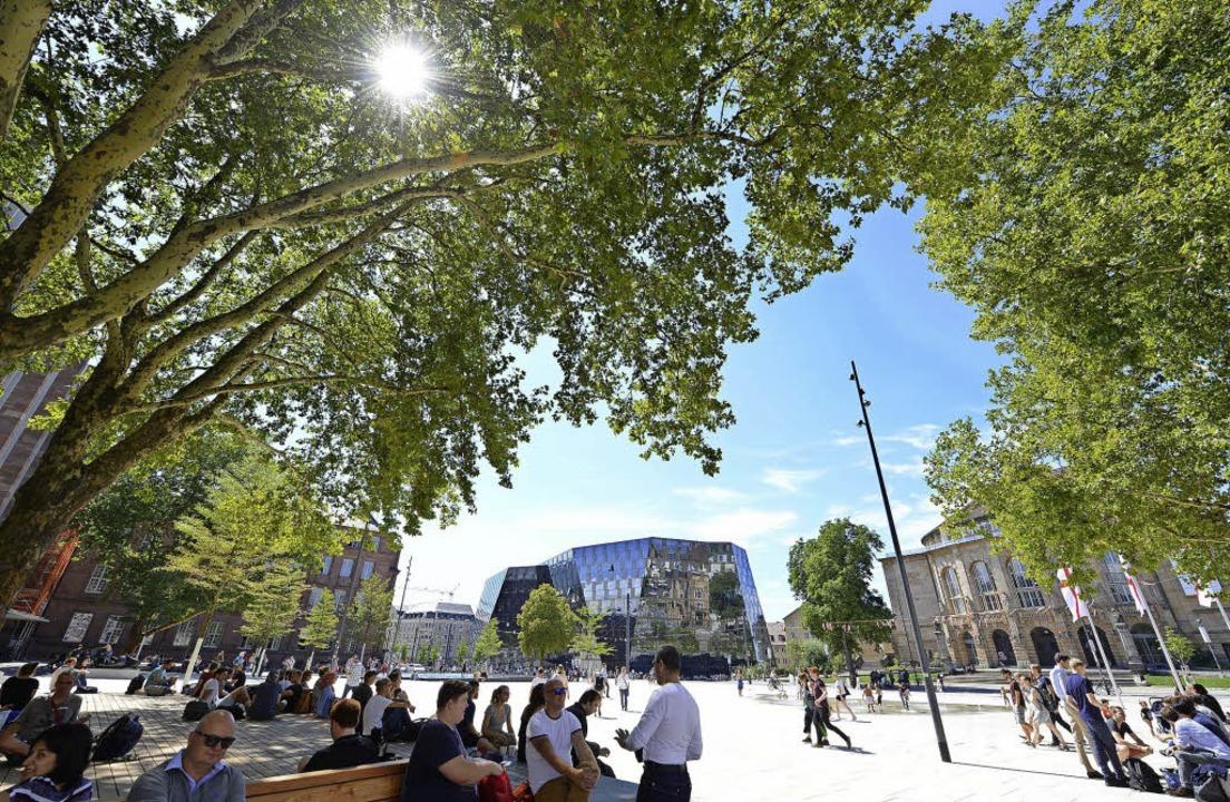 Schatten beeinflusst  die gefühlte Tem...ch auf dem Platz der Alten Synagoge.      Foto: Archivbild: Rita Eggstein