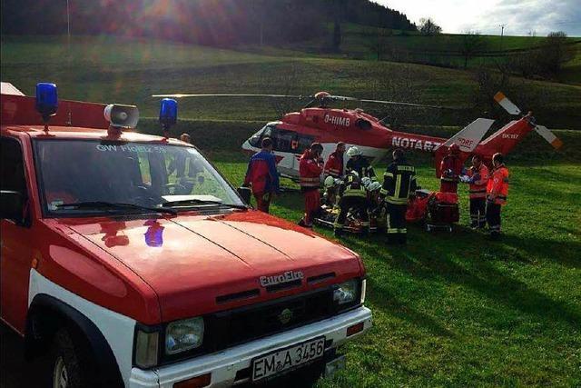 Feuerwehr und Bergwacht retten verunglückten Waldarbeiter in Prechtal