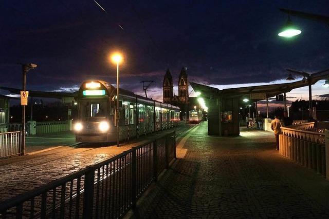 Schlägerei auf Stadtbahnbrücke – Mann mit scharfem Gegenstand verletzt