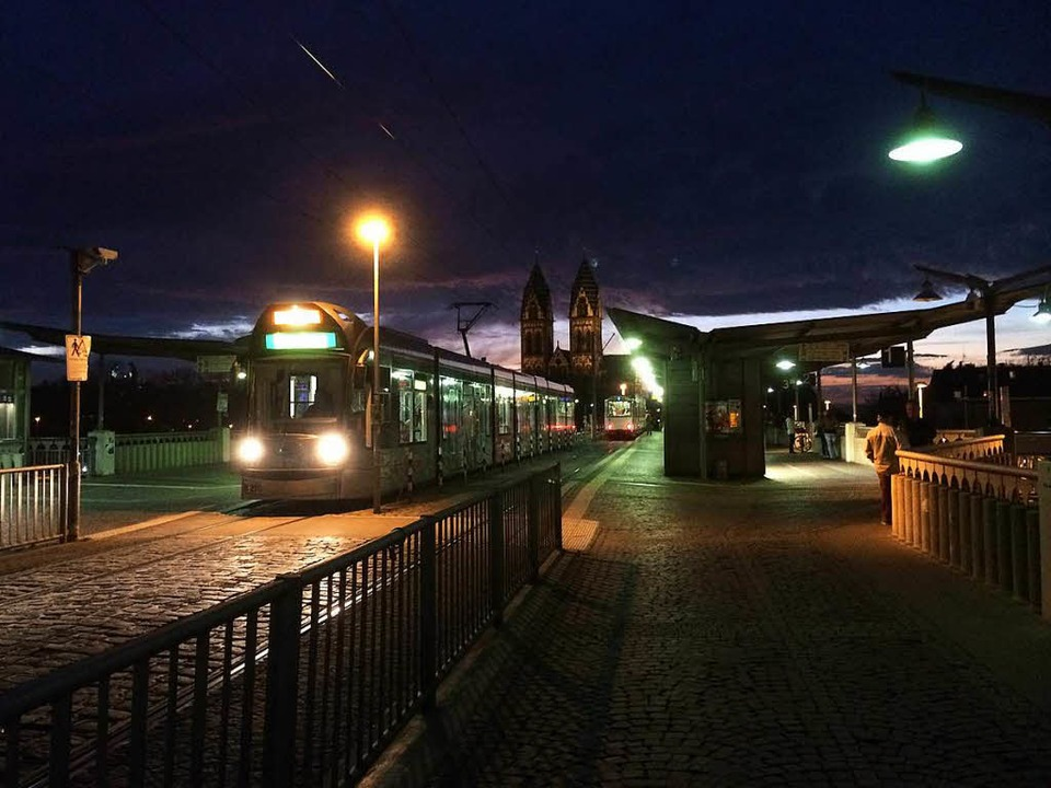 Der Vorfall ereignete sich auf der Stadtbahnbrücke.  | Foto: sh