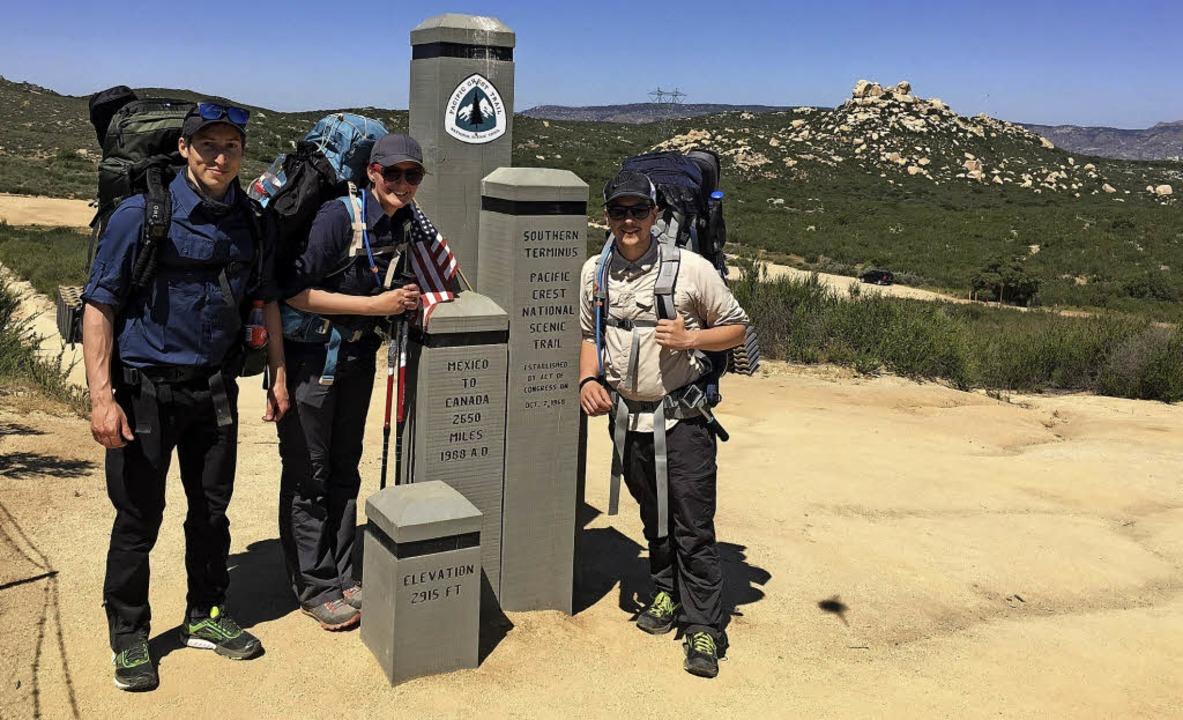 Mit Freundin Tamara Stich (Mitte) und ...r langen Pacific Crest Trail begeben.   | Foto: Privat