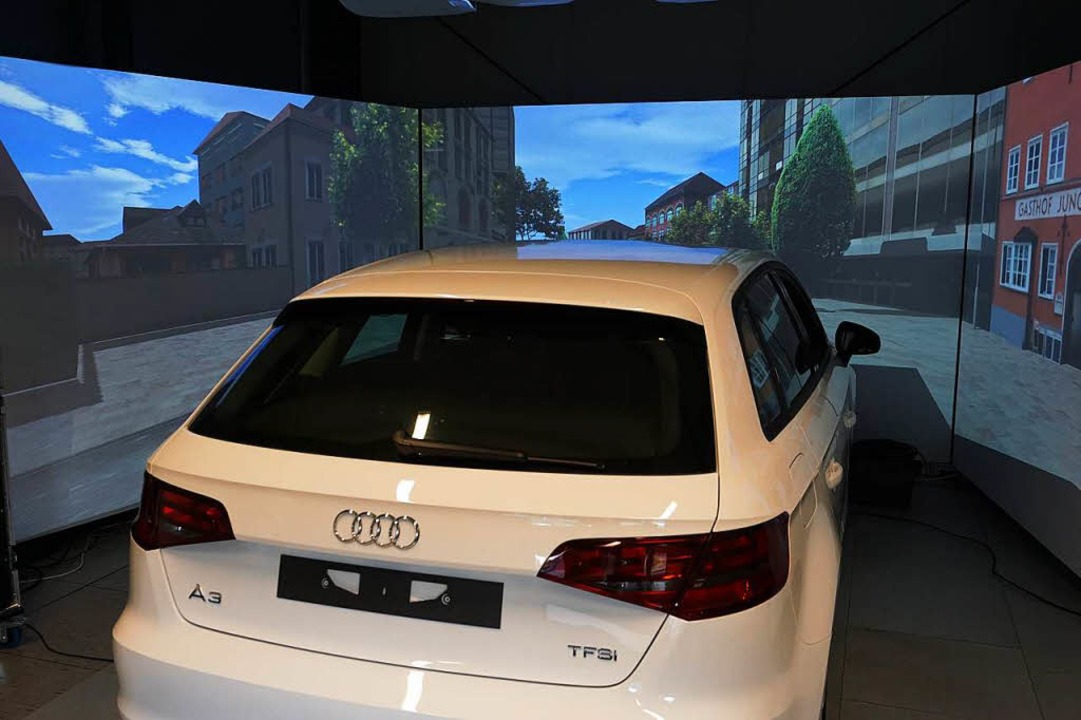 Das Fahrzeug im Karlsruher Simulationslabor  | Foto: Fraunhofer