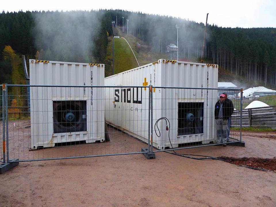 Die beiden Container der Snow-Factory  | Foto: Peter Stellmach