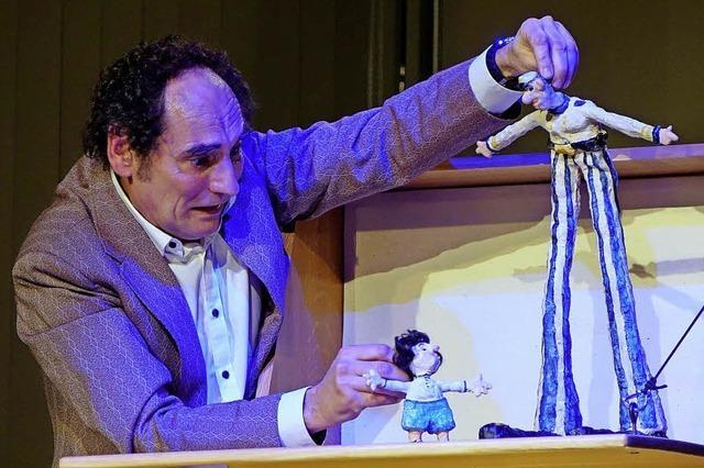 Puppenspieler Lars Frank begeistert im Werkraum Schöpflin in Lörrach