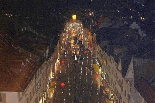 Über der Kaiserstraße glitzern die Lichter