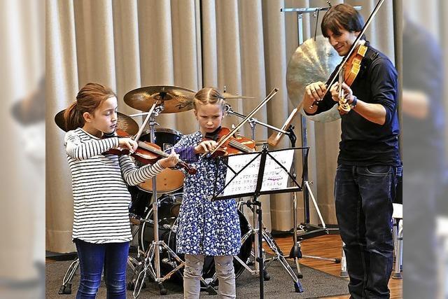 Kleine Musiker erwecken Instrumente zum Leben