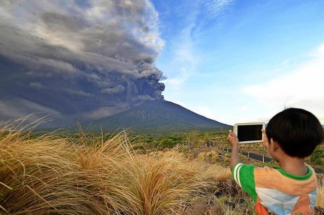 Vulkan auf Bali stößt vier Kilometer hohe Rauchsäule aus