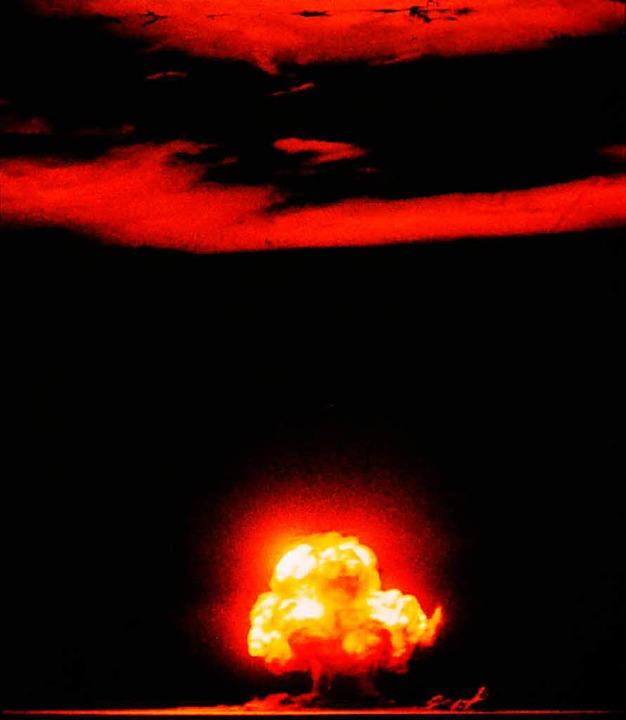 Das Bild zeigt die Explosion der ersten Atombombe in Los Alamaos  | Foto: JacK W. Aeby/Wikipedia