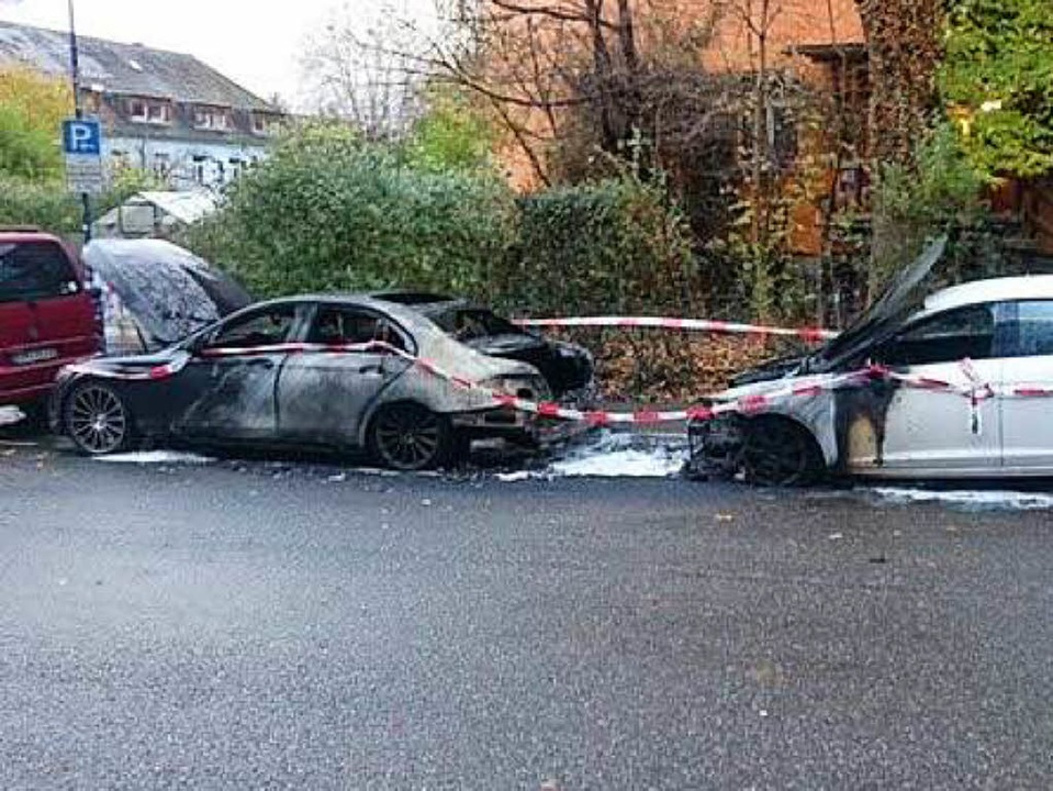 Kein technischer Defekt: der ausgebrannte Mercedes von Georg Niedermeier    Foto: Privat