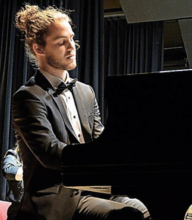 Der junge Solist Maximilian Langer  | Foto: Daniela Evers