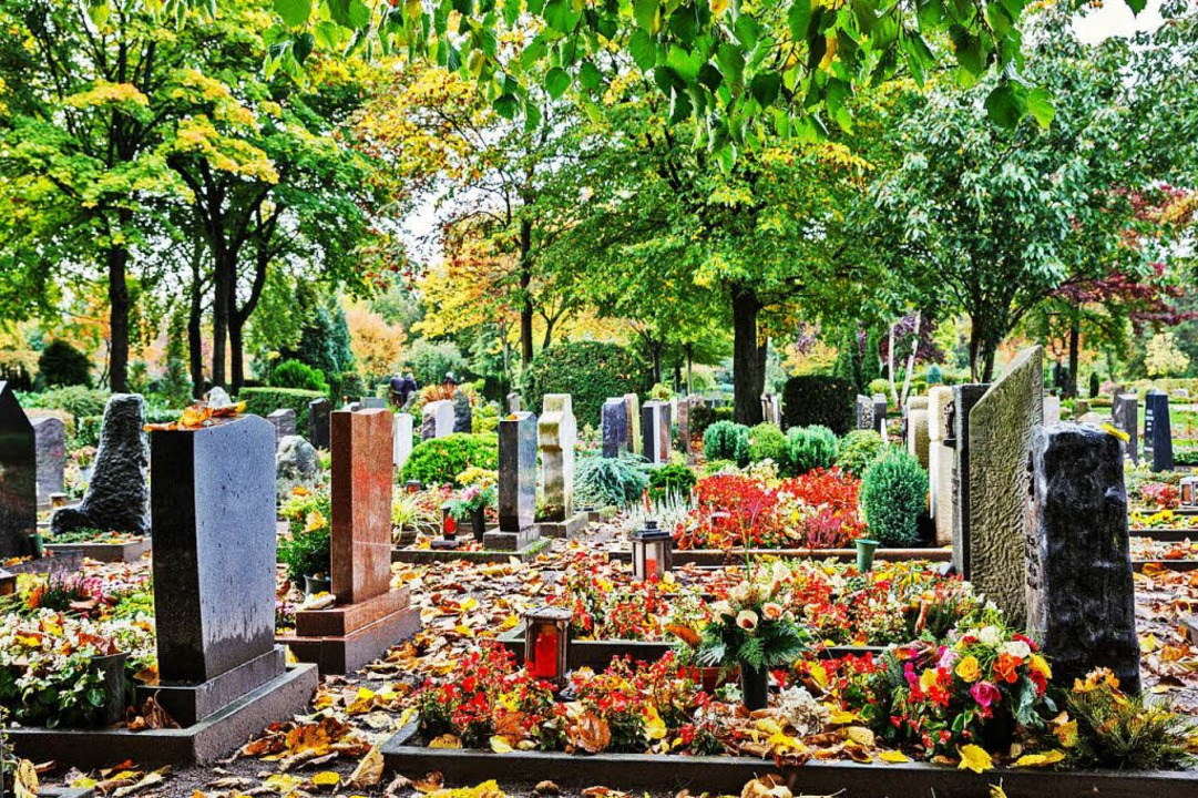 Unter den Gräbern endet die Idylle &#8...Böden verwesen die Bestatteten nicht.   | Foto: stock.adobe.com