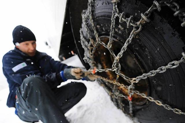 Schneefall: Lkw haben stundenlang B 317 am Feldberg blockiert