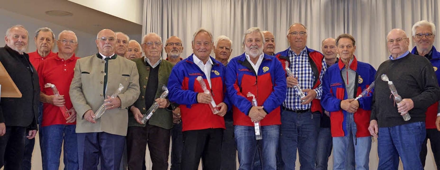 Viele Mitglieder ehrte die Bergwacht S...ndesversammlung am Sonntag in Bernau.     Foto: Sebastian Barthmes