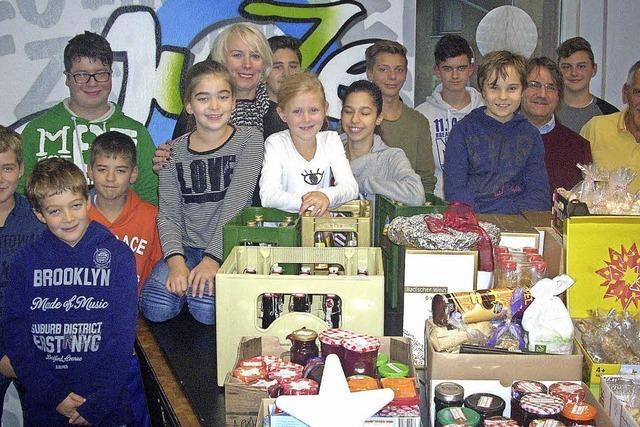 Kinder und Jugendliche spenden