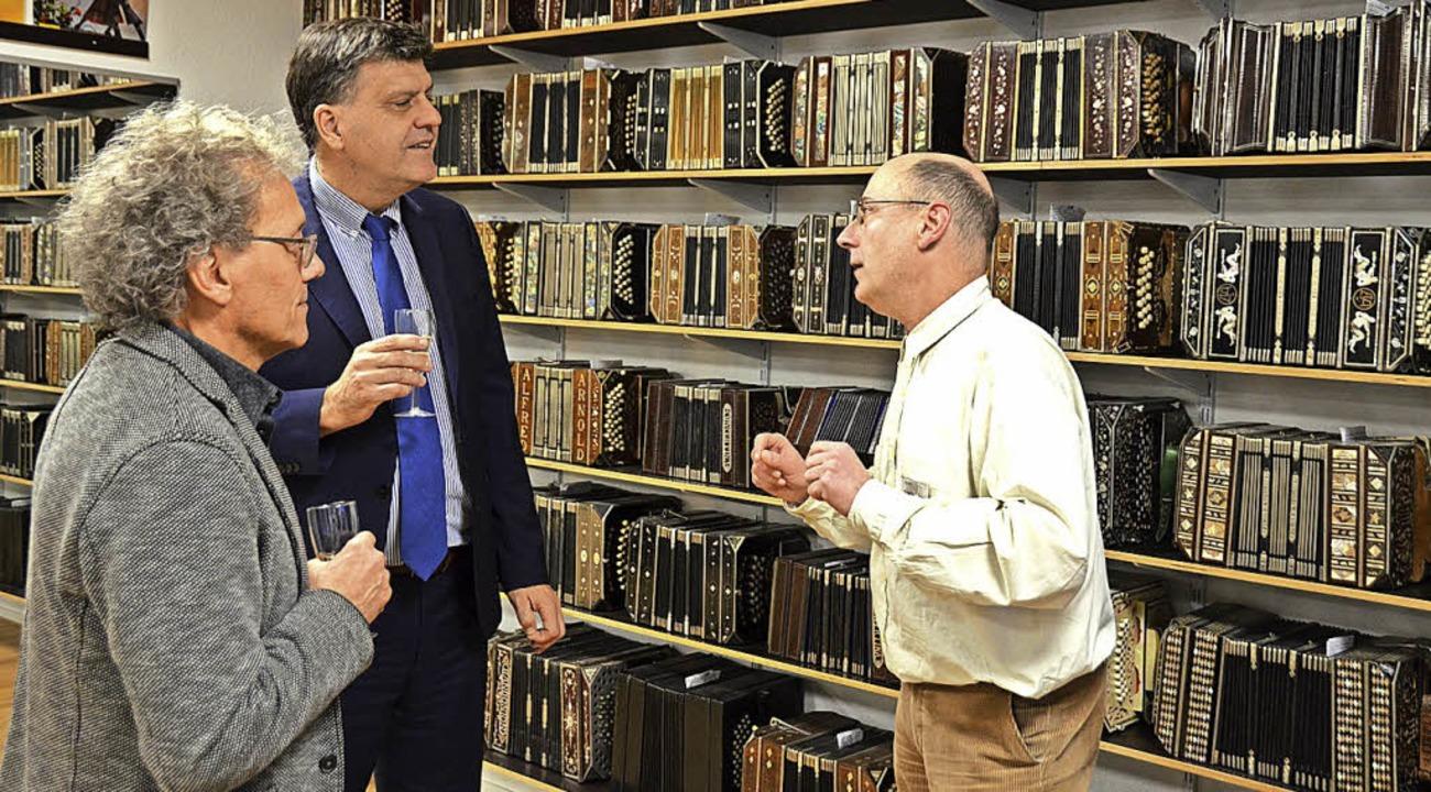 Der Besuch von Edgardo M. Malaroda, Ge... (links) und Axel Steinhart begrüßen.   | Foto: Barbara Schmidt