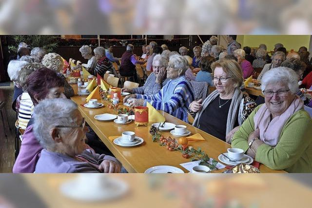Senioren genießen das Beisammensein