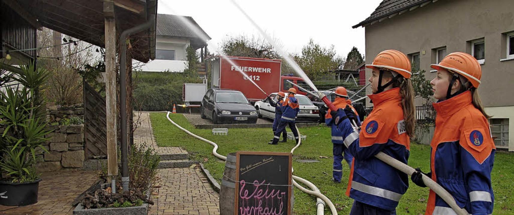 Feuerwehrabschlussübung am Weingut Ern...n und Schallbach und dem DRK Wollbach.    Foto: Jutta Schütz
