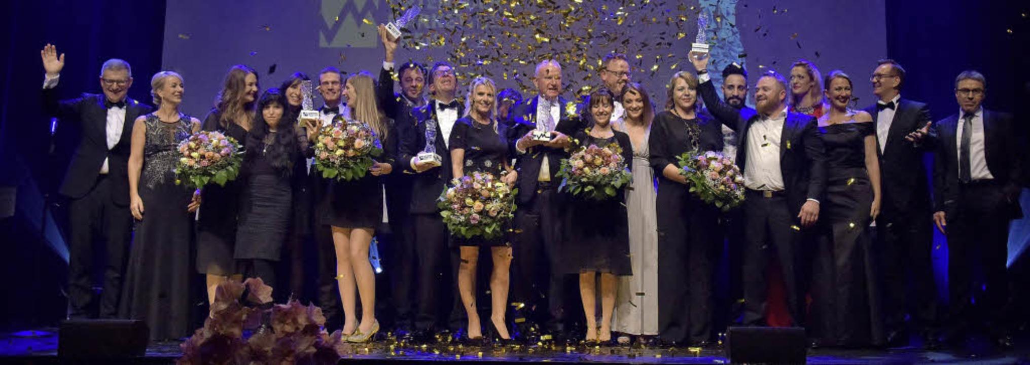 Festlicher Abend: Gewinner sowie Veran...ting-Clubs auf der Bühne der Reithalle  | Foto: Marketing-Club