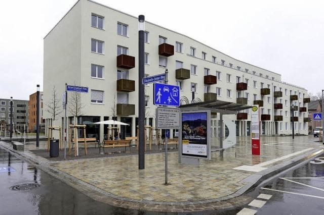 Der Robert-Grumbach-Platz an der Elässer Straße ist eingeweiht worden