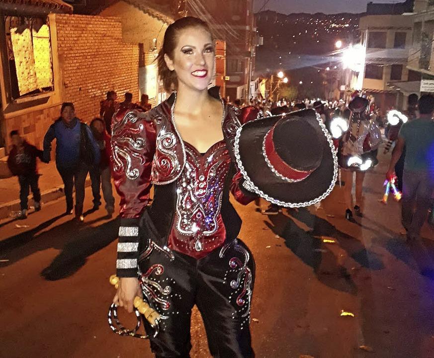 Mareike Schmidtke beim Tanz der Caporales in Bolivien   | Foto: privat