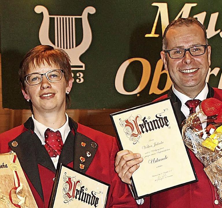 Birgit Beha und Volker Jahnke mit ihren Auszeichnungen.     Foto: Brichta